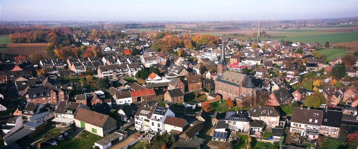 Straberg von oben: Südansicht im November 2019.